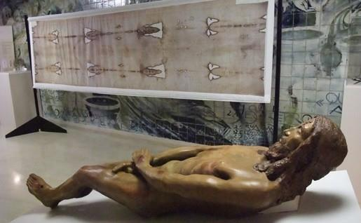 Statua in terracreta del corpo sindonico