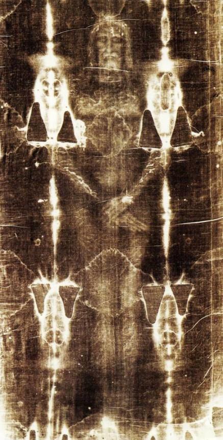 Fotografia frontale di tutta la Sindone con pellicola ortocromatica - Giuseppe Enrie (1931)