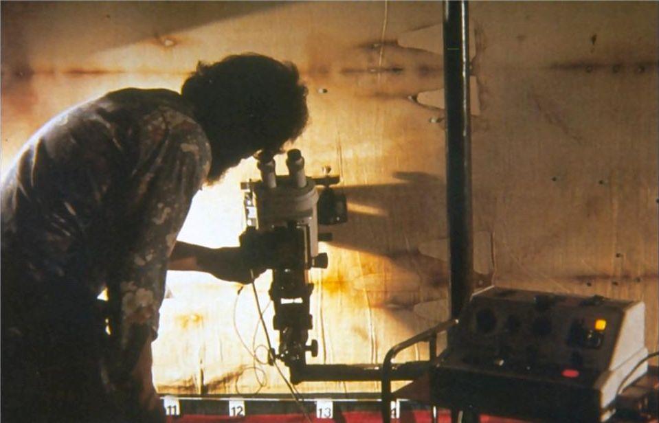 Studio della Sindone al microscopio