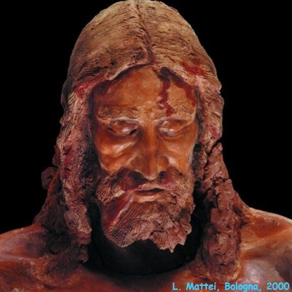 Particolare del volto della statua in terracreta del corpo sindonico