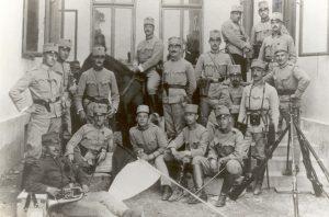 Marcello Labor, ufficiale medico, assieme ai commilitoni