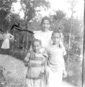 La moglie Elsa Reiss con i suoi fratelli