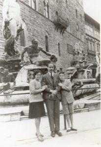 Marcello Labor, con i figli, a Firenze