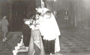 Marcello Labor amministra la Prima Comunione