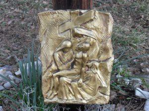Tredicesima stazione - Gesù è deposto dalla croce