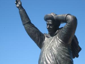 Posa ed inaugurazione della statua dedicata a Mons. Santin